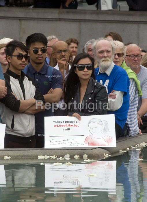 Memorial event to celebrate the life of murdered Labour MP, Jo Cox. Love Like Jo, Trafalgar Square, London. A reflection of her message in the waters of the fountain at Trafalgar Square is carried by one woman in the mixed crowd. - Stefano Cagnoni - 2016-06-22