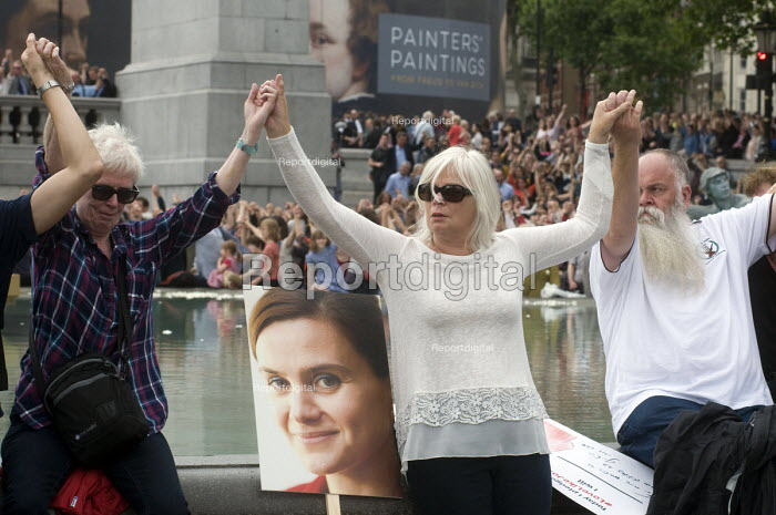 Memorial event to celebrate the life of murdered Labour MP, Jo Cox. Love Like Jo, Trafalgar Square, London. People join hands as a symbol of togetherness in her memory. - Stefano Cagnoni - 2016-06-22