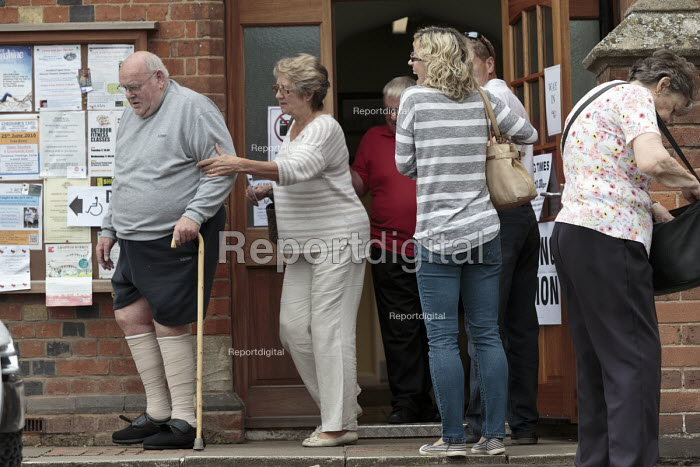 High turn out of voters, referendum on membership of the European Union, vote Remain or Leave, Polling Station, Wellesbourne, Warwickshire - John Harris - 2016-06-23
