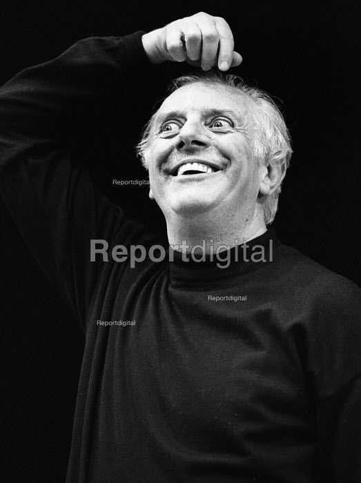 Dario Fo, Itallian actor, playwright and satirist in Mistero Buffo, a one man play staged at the Riverside Studios, London, 1983 - Stefano Cagnoni - 1983-04-25