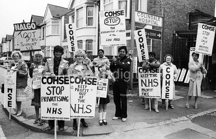COHSE & NALGO One day strike against privatisation of services within the NHS, Barnet AHA, 1984. COHSE and NALGO trade union members at Colindale Hospital on strike and picketing against the use of external contractors to do their work - Stefano Cagnoni - 1984-10-17