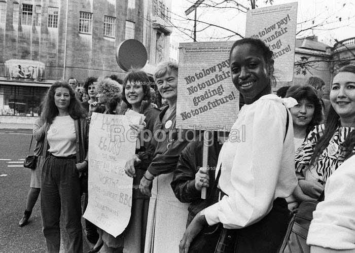 BBC workers strike and picket for better pay for lower graded staff, secretaries, celerical workers, Broadcasting House, London, 1984. - Stefano Cagnoni - 1984-11-01