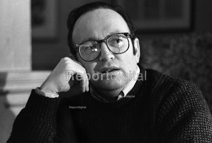 Derek Mahon, Northern Irish poet, London, 1984 - Stefano Cagnoni - 1984-11-27