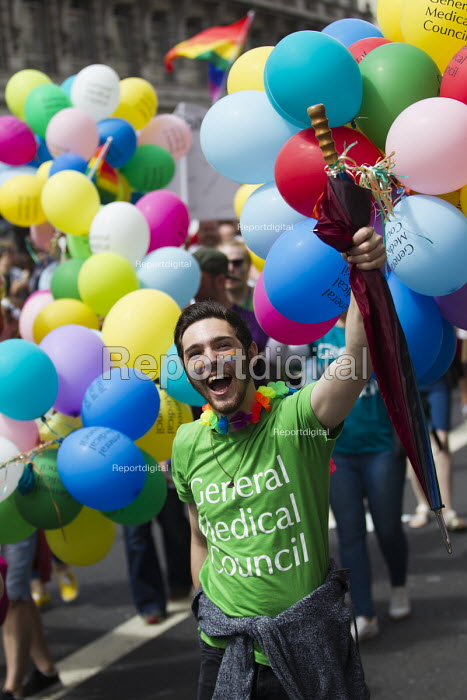 GMC with balloons, Pride in London Parade 2016 - Jess Hurd - 2016-06-25
