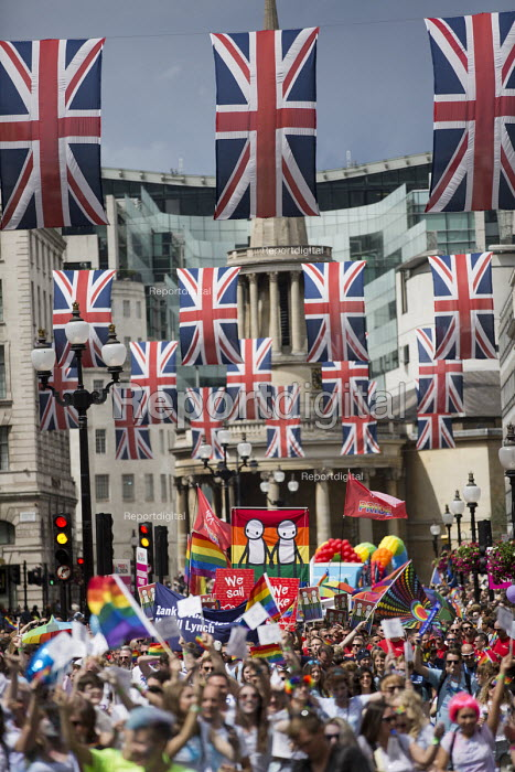 Artist Stig designs on Pride in London Parade 2016 - Jess Hurd - 2016-06-25