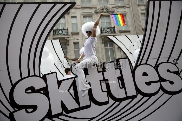 Skittles float, Pride in London Parade 2016 - Jess Hurd - 2016-06-25