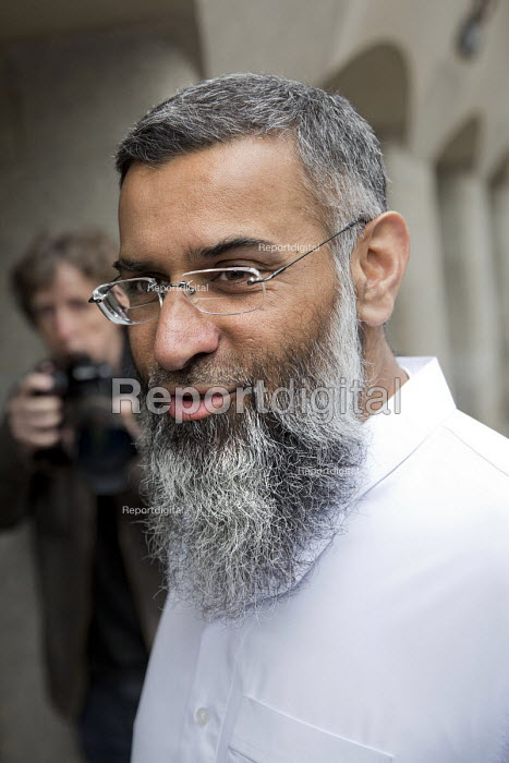Islamic preacher Anjem Choudary arriving at Court, London, UK. He faces charges of supporting ISIS - Jess Hurd - 2016-06-27