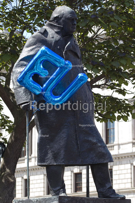 Sir Winston Churchill statue with EU balloon, March for Europe against the Brexit EU referendum result, Central London - Jess Hurd - 2016-07-02