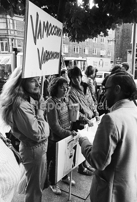 Varoomshka picket at the NUJ, London, 1983. NUJ trade union members picket NUJ HQ in protest at the cartoon appearing in their union journal The Journalist. It was considered to be sexist and therefore against NUJ policy Helen Warby (L) - Stefano Cagnoni - 1983-09-16