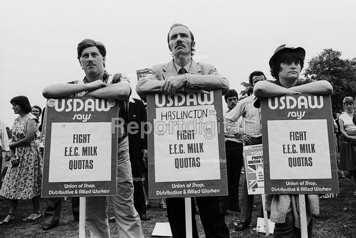 USDAW members protest against EEC Milk Quotas, Milk Marketing Board headquarters Guildford 1984 - Stefano Cagnoni - 1984-08-22