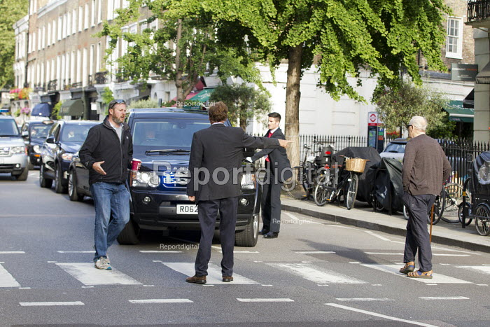 Protesters try and arrest Tony Blair for war crimes outside his house on the publication of the Chilcot Report on the Iraq war. London. - Jess Hurd - 2016-07-06