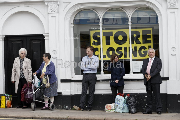 Shoppers and BHS Store Stratford-upon-Avon Warwickshire. 11,000 jobs go as the department store closes - John Harris - 2016-07-07