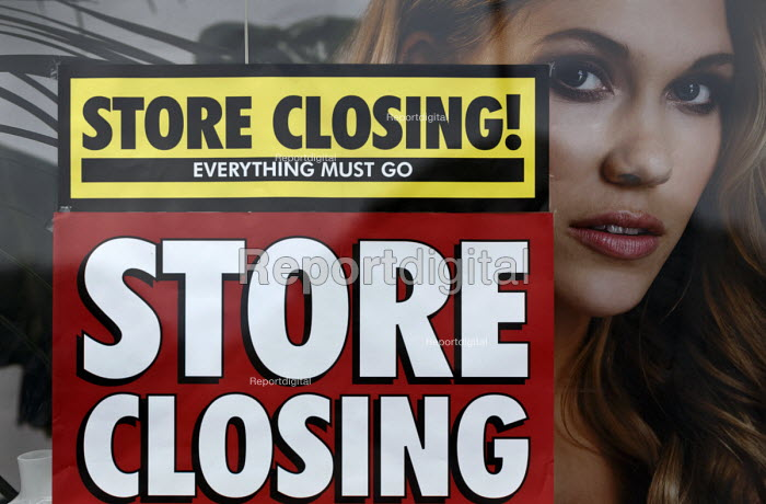 BHS Store Stratford-upon-Avon Warwickshire. 11,000 jobs go as the department store closes - John Harris - 2016-07-07