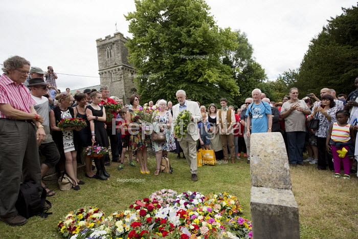 Jeremy Corbyn laying a wreath in memory of the martyrs, Tolpuddle Martyrs Festival 2016. Dorset. - Jess Hurd - 2016-07-17