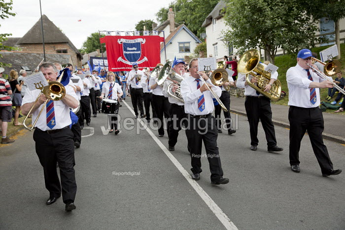 NASUWT marching Tolpuddle Martyrs' Festival 2016. Dorset. - Jess Hurd - 2016-07-17