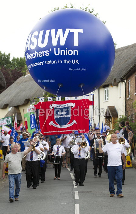 NASUWT marching Tolpuddle Martyrs Festival 2016. Dorset. - Jess Hurd - 2016-07-17