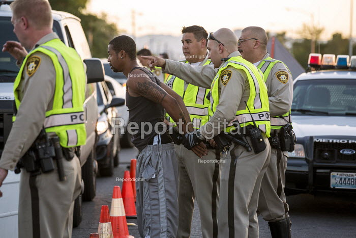 Las Vegas, Nevada, Police sobriety checkpoint, Vegas Valley Drive, detaining a driver for suspected alcohol or drug impairment - Jim West - 2016-06-23