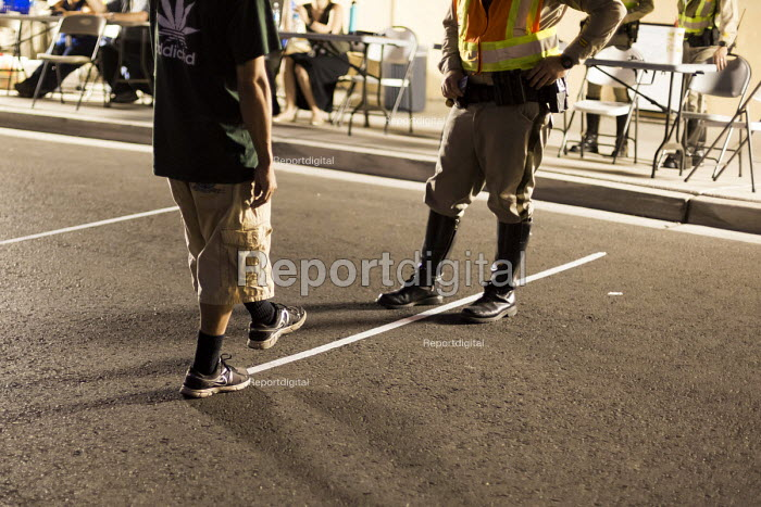 Las Vegas, Nevada, Police sobriety checkpoint, Vegas Valley Drive, detaining a driver for suspected alcohol or drug impairment. Checking pupil response and walking the line - Jim West - 2016-06-23