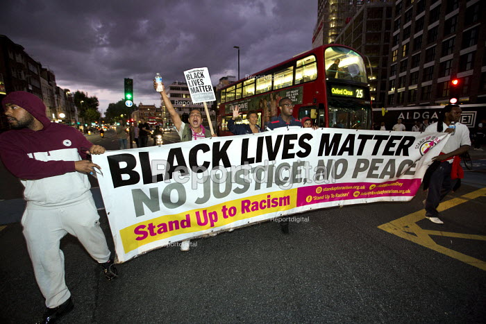 Stand Up to Racism road block after a Black Lives Matter Shutdown, Tower Hamlets, London - Jess Hurd - 2016-08-05