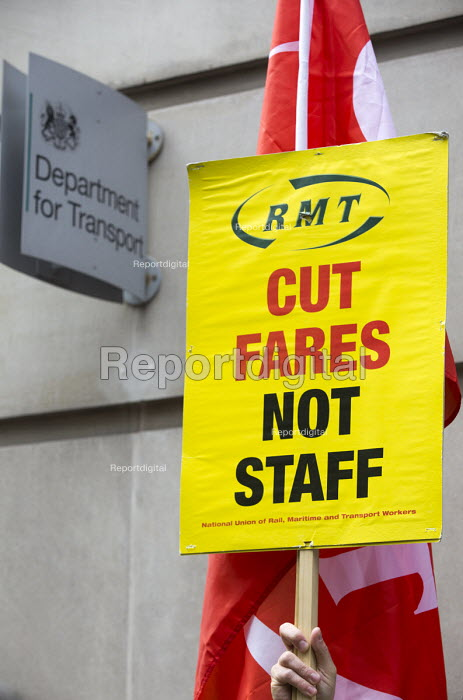 RMT Southern Rail guards strike protest outside the Department of Transport, Westminster, London - Jess Hurd - 2016-08-10