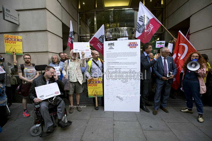 Southern Rail passengers take a petition calling for fair fares and compensation to the Department of Transport, Westminster, Victoria Station, London - Jess Hurd - 2016-08-11