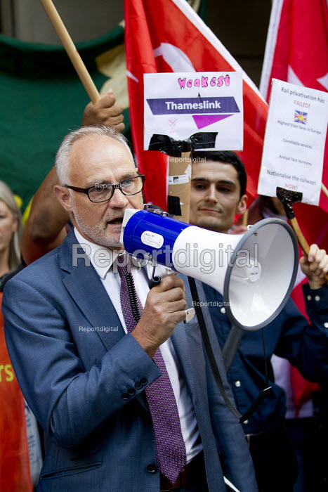 Crispin Blunt MP speaking as Southern Rail passengers take a petition calling for fair fares and compensation to the Department of Transport, Westminster, London - Jess Hurd - 2016-08-11