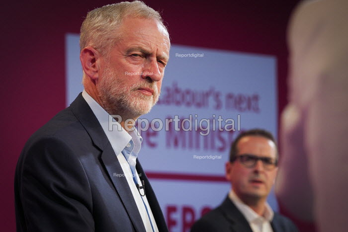 Hustings meeting for the 2016 labour leadership election between Jeremy Corbyn and Owen Smith, Hilton Hotel, Gateshead - Mark Pinder - 2016-08-11