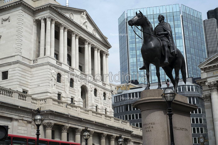 Duke of Wellington statue & Bank of England, Threadneedle Street, City of London - Philip Wolmuth - 2016-08-18
