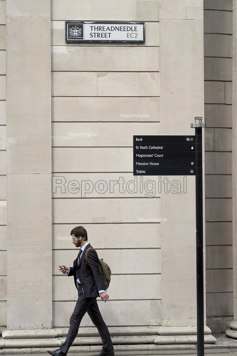 Street signpost to Bank of England, Threadneedle Street, City of London. - Philip Wolmuth - 2016-08-18