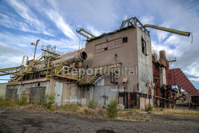 Yakima, Washington, USA Derelict old Boise Cascade plywood mill, closed in 2006. The original mill complex started in 1903 - David Bacon - 2016-07-08