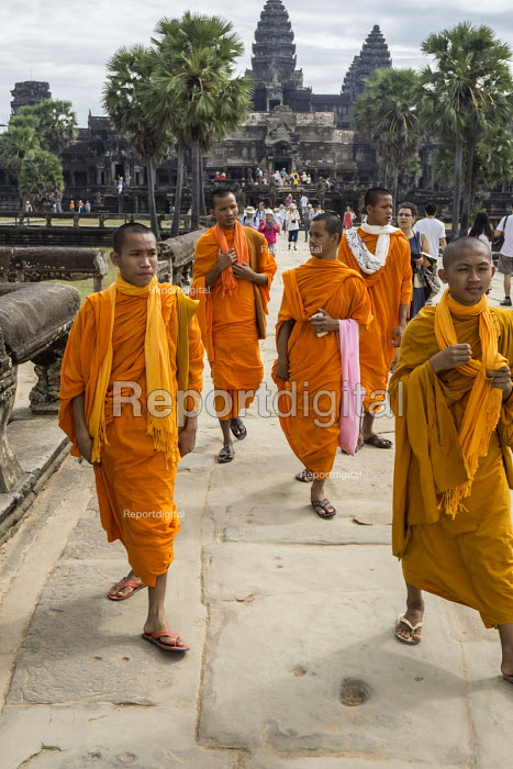 Cambodia, Buddhist monks, Angkor Wat - David Bacon - 2015-12-21