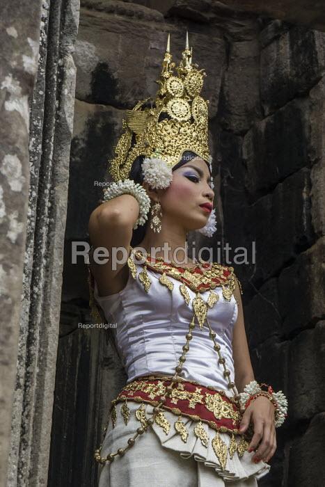 Cambodia, Khmer Dancer, Bayon Temple, near Angkor Wat - David Bacon - 2015-12-21