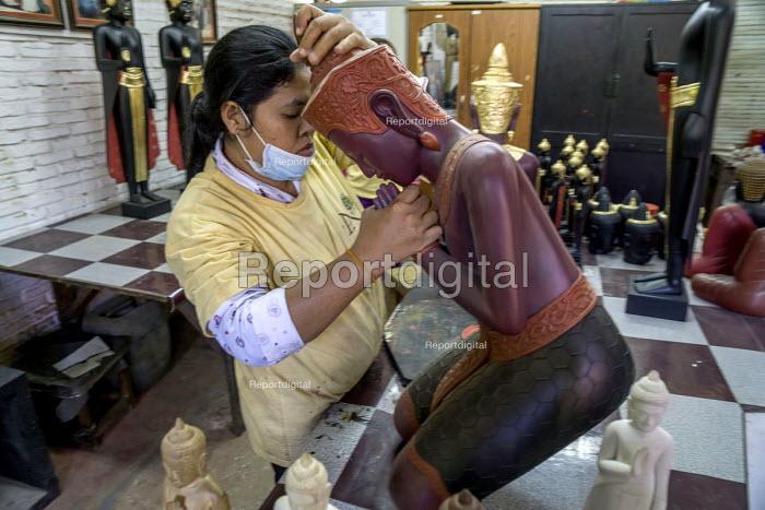 Siem Reap, Cambodia, Artisan working in the workshop of Artisans Angkor - David Bacon - 2015-12-27