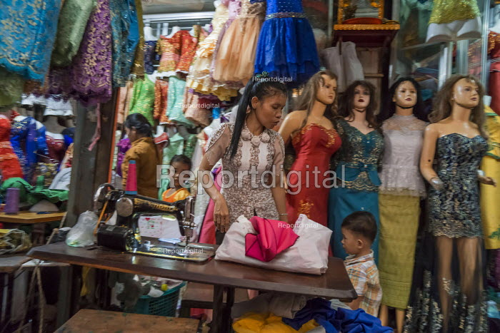 Battambang, Cambodia, woman sewing clothes, stall in Phsar Nath Market - David Bacon - 2015-12-24