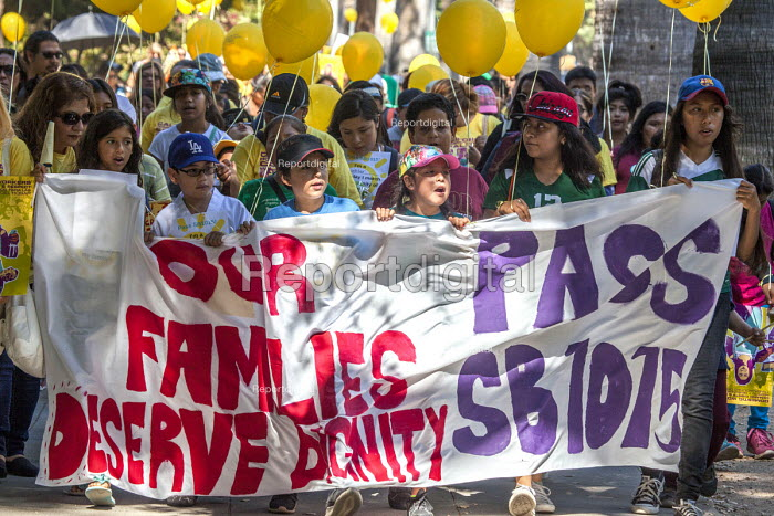 Sacramento, USA, Children of domestic workers protest for a permanent Domestic Workers Bill of Rights - David Bacon - 2016-08-03