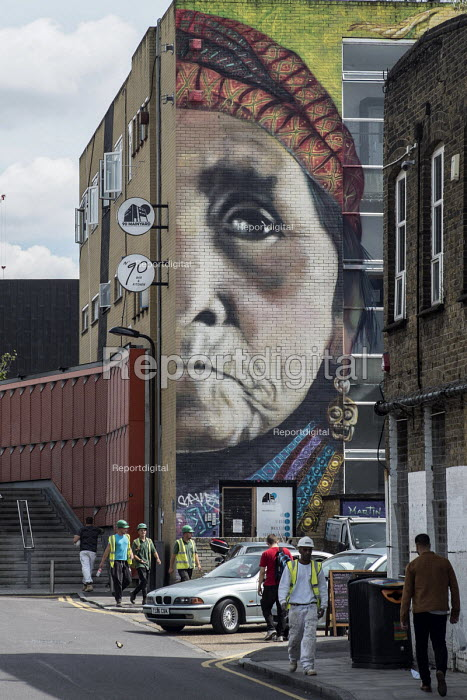 Gentrification in east London. Mural in Hackney Wick, a rundown area. Mapacho mural by Martin Ron and Jiant, an artwork on Native and South American shamans and their visionary plants, Latin American culture - Philip Wolmuth - 2016-08-05