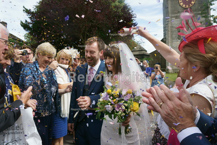 Hannah Edwards and Kieran Durkan getting married, being showered with confetti as they leave the church, Yorkshire - John Harris - 2016-08-13
