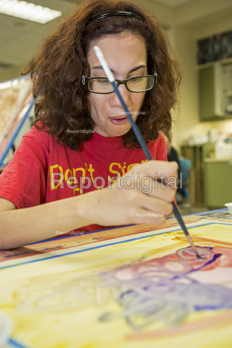 Las Vegas, Nevada, Fine Art Program for disabled by the nonprofit Opportunity Village. Artists are paid a commission on the sale of their artwork - Jim West - 2016-06-30