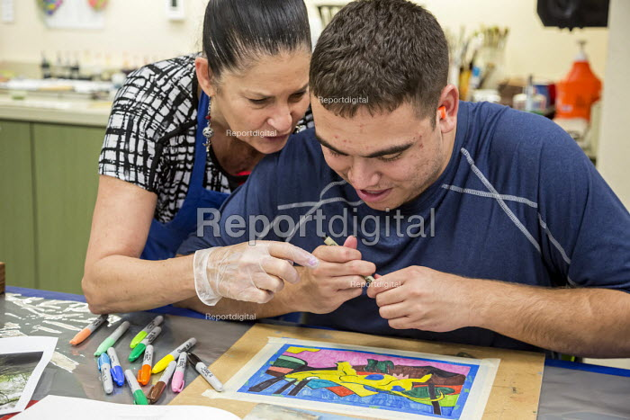 Las Vegas, Nevada, Instructor helping, Fine Art Program for disabled by the nonprofit Opportunity Village. Artists are paid a commission on the sale of their artwork - Jim West - 2016-06-30