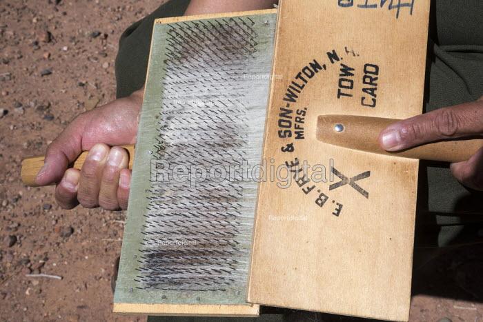 Ganado, Arizona, Navajo Nation, carding, Wool and Weaving Workshop, Hubbell Trading Post National Historic Site - Jim West - 2016-07-10