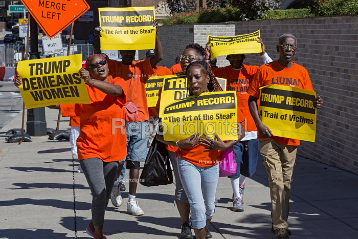 Detroit, Michigan, UAW protest against an appearance by Republican Presidential candidate Donald Trump at the Detroit Economic Club - Jim West - 2016-08-08