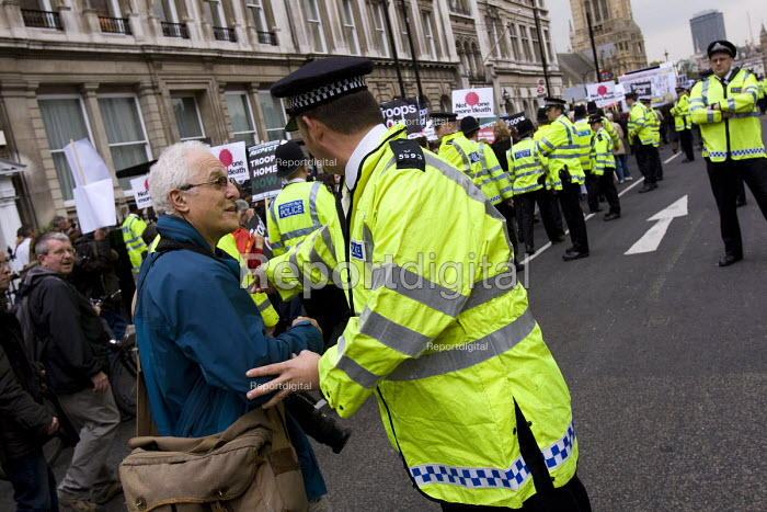 Photographer David Hoffman is manhandled by policeman on a Stop the War demonstration on the opening day of Parliament, London. - Jess Hurd - 2007-10-08