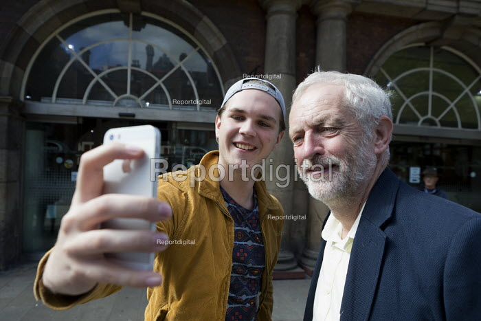 Passers by taing selfies with Jeremy Corbyn outside the railway station, leadership election rally, Hanley, Stoke on Trent - John Harris - 2016-09-01