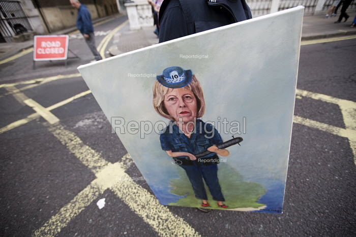 Artist Kaya Mar painting of Theresa May as a police woman. March for Europe against the Brexit EU referendum result, Central London. - Jess Hurd - 2016-09-03