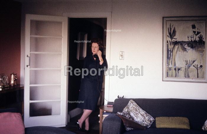 Barbara Castle, Minister for Overseas Development in the Harold Wilson Labour Government, at home London 1964 - Romano Cagnoni - 1964-10-30