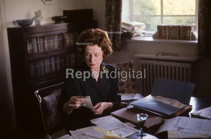 Barbara Castle, Minister for Overseas Development in the Harold Wilson Labour Government, reading press cuttings at home, London, 1964. - Romano Cagnoni - 1964-10-30