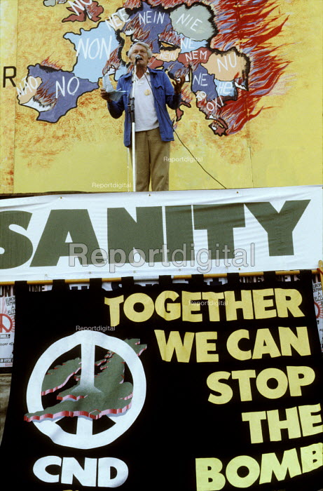 Historian EP Thompson speaking CND rally, Hyde Park, London 1982 - Stefano Cagnoni - 1982-03-20