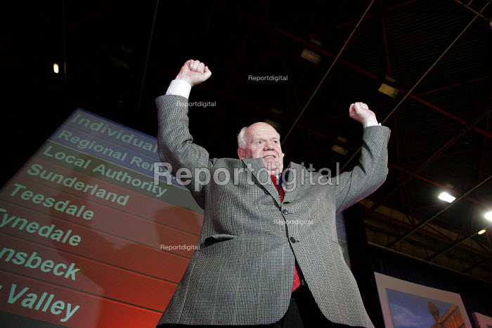 North east regional assembly. John Elliott who headed the No campaign against a NE Regional assembly, Crowtree Leisure Centre, Sunderland - Mark Pinder - 2004-11-05