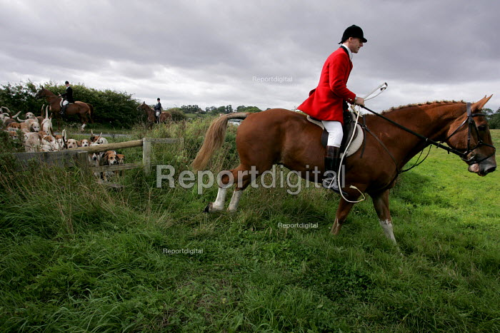 The South Durham Hunt Trimdon, Co Durham - Mark Pinder - 2004-09-11