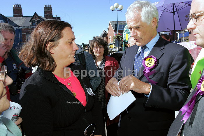 Hartlepool by election. UKIP MEP campaigning in the Hartlepool, meeting Rose Gentle who's son was a soldier killed in Iraq and is campaigning to bring the British troops back. - Mark Pinder - 2004-09-18
